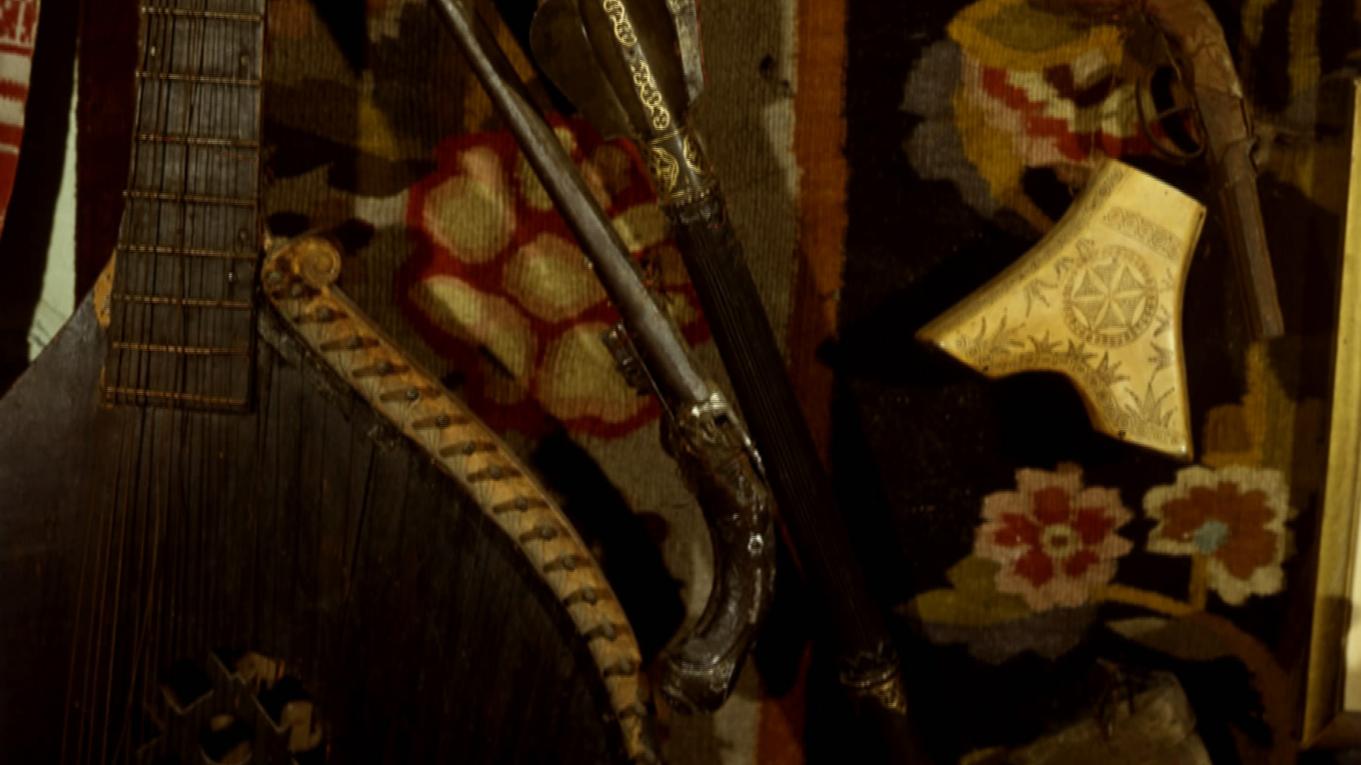 У хатньому музеї Івана Гончара. Кін. 1980-х рр.