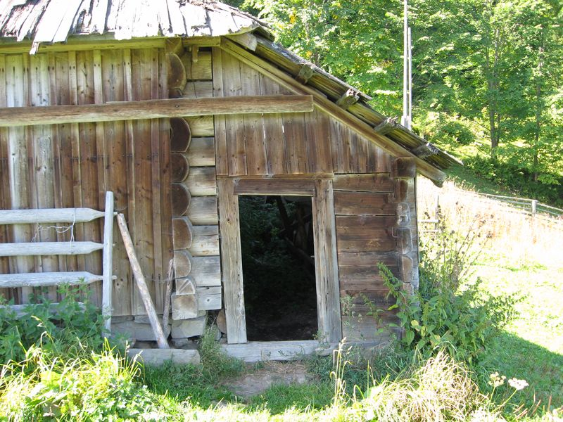 Фото 8. Вхід у притули